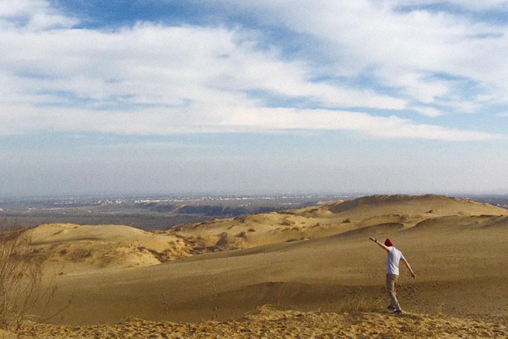 В 18 километрах от Махачкалы находится настоящая пустыня