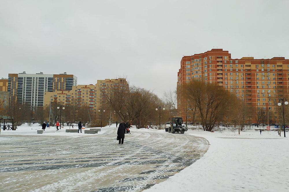 Новые дома строятся в основном у парка. В одном из них я и живу
