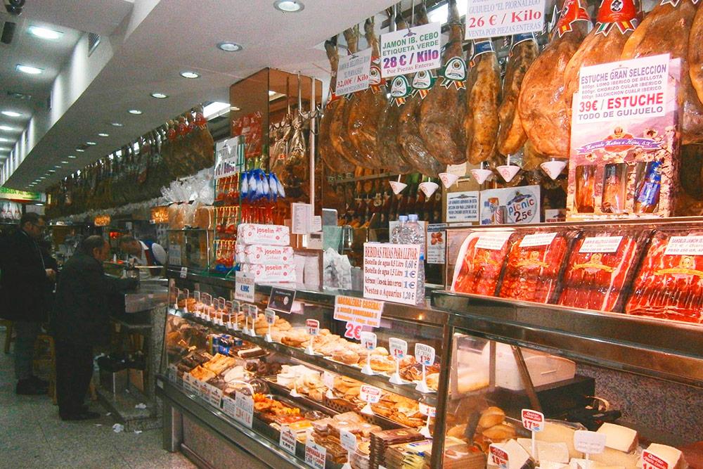 Лавочка с сыром и хамоном на проспекте Прадо