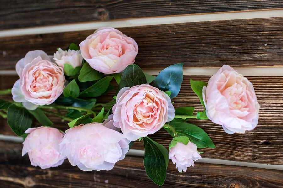 Эти цветы сделаны из шелка, латекса и силикона. Производитель — «Риал тач». Цена — 960 рублей