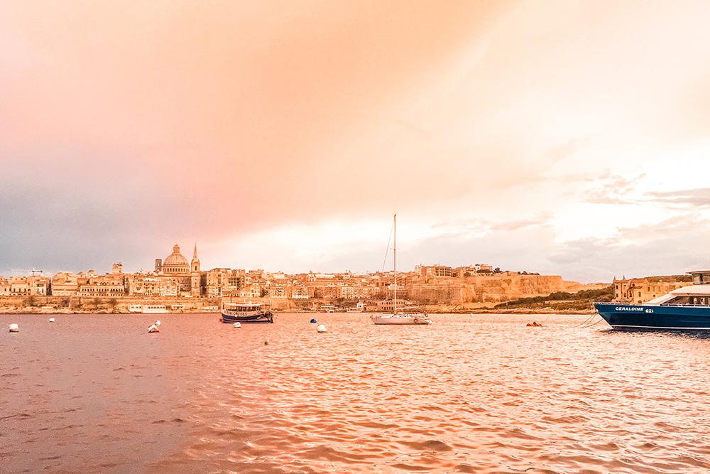 Вид на столицу Мальты — город-крепость Валлетту — со стороны Слимы