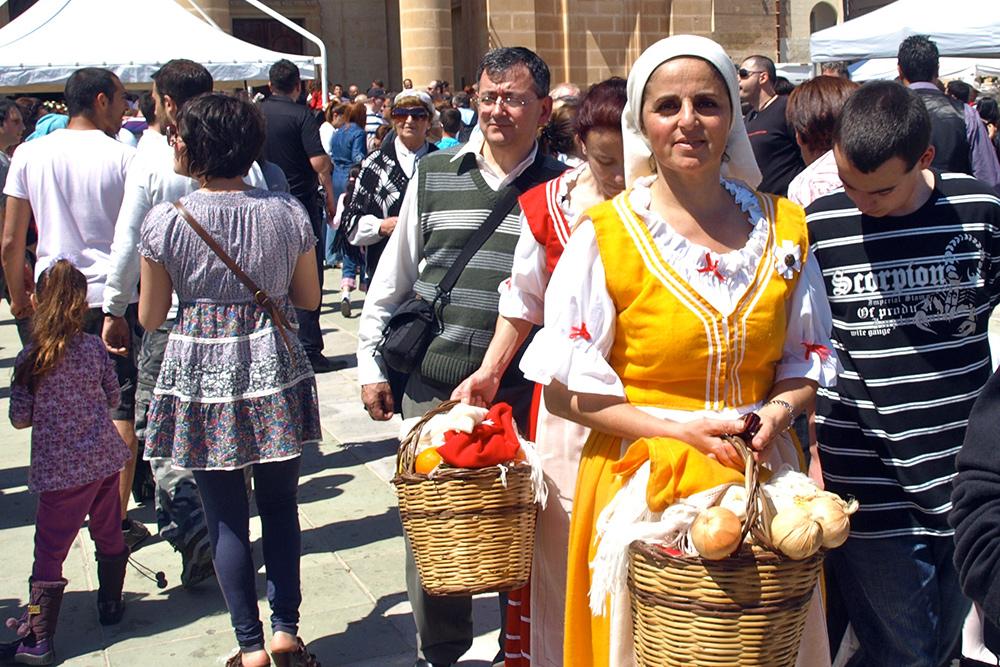 На Мальте часто проводятся аграрные ярмарки — фесты. Каждую неделю в разных городах работают рынки, где местные не столько закупаются, сколько отдыхают и общаются
