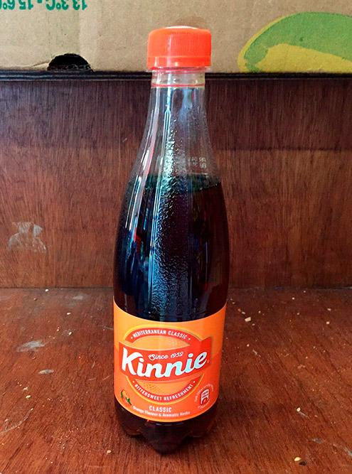 Безалкогольный апельсиновый напиток «Кинни», очень популярный на Мальте. 0,5 л стоит 0,9€