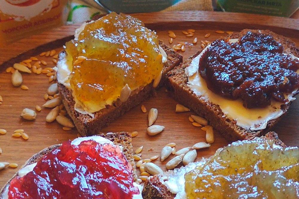 Sea Marmelad можно есть ложкой и намазывать на хлеб. Это фото из инстаграма, в котором мы подсказываем покупателям, как и с чем можно есть мармелад