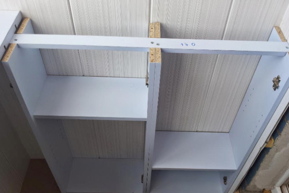 Правая нижняя часть шкафа почти собрана