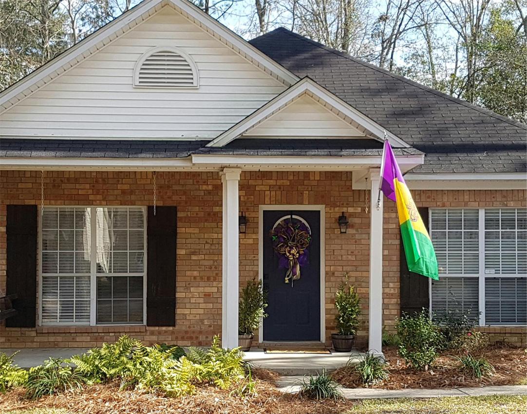 Дом и двор принято украшать по всем праздничным поводам