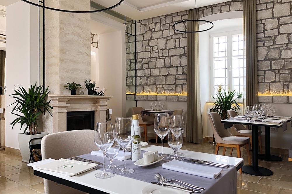 Ресторан при отеле Lazure