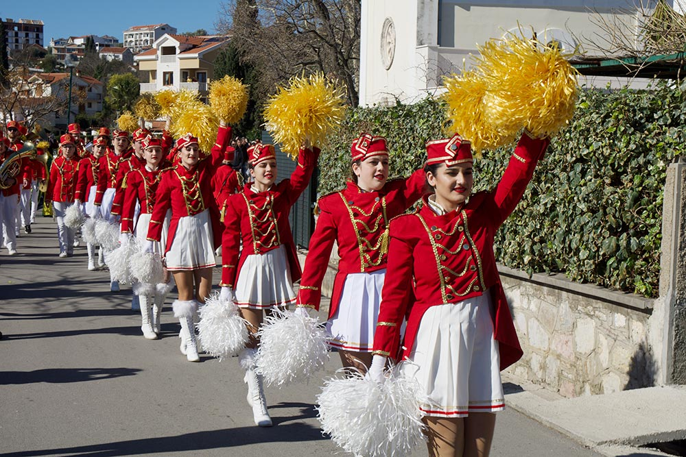 Праздник мимозы на набережной деревень Дженовичи и Баошичи