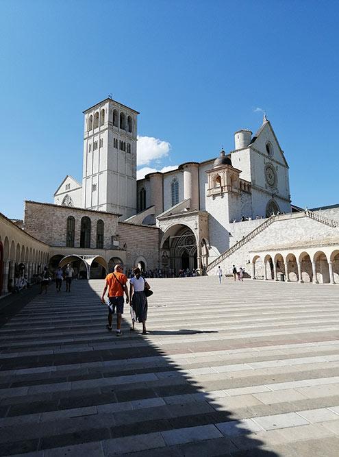 Двухэтажная церковь в Ассизи