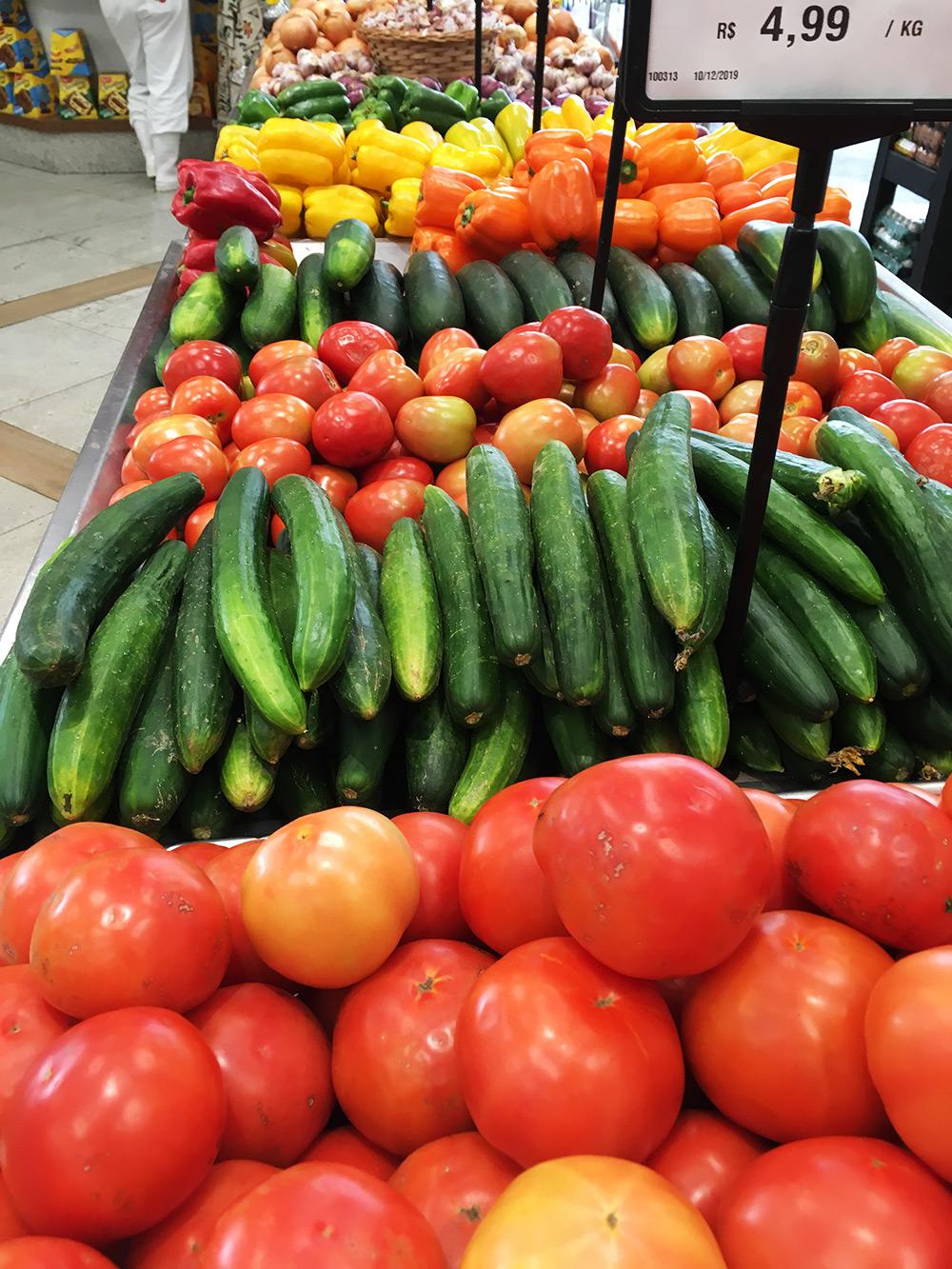 Овощи всегда свежие, но беда с помидорами: они абсолютно невкусные