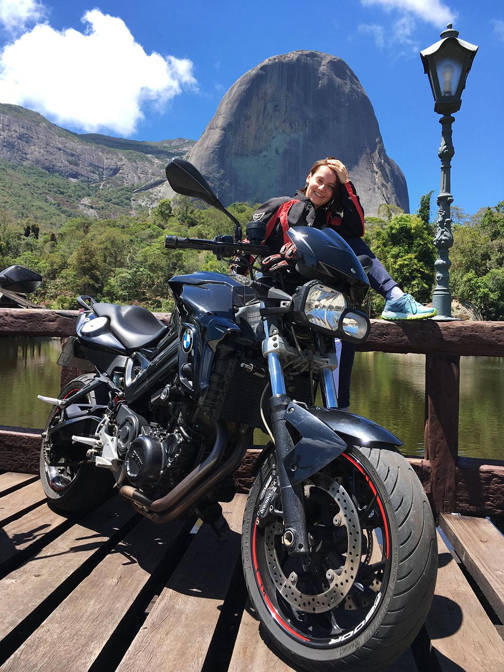 Путешествие на мотоциклах в соседний город Домингус-Мартинс, в парк Педра-Азул