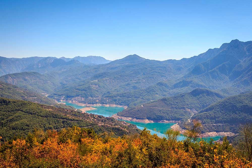 Долина реки очень живописная, итамможно гулять часами. Автор: MarcinSl1987 / Shutterstock