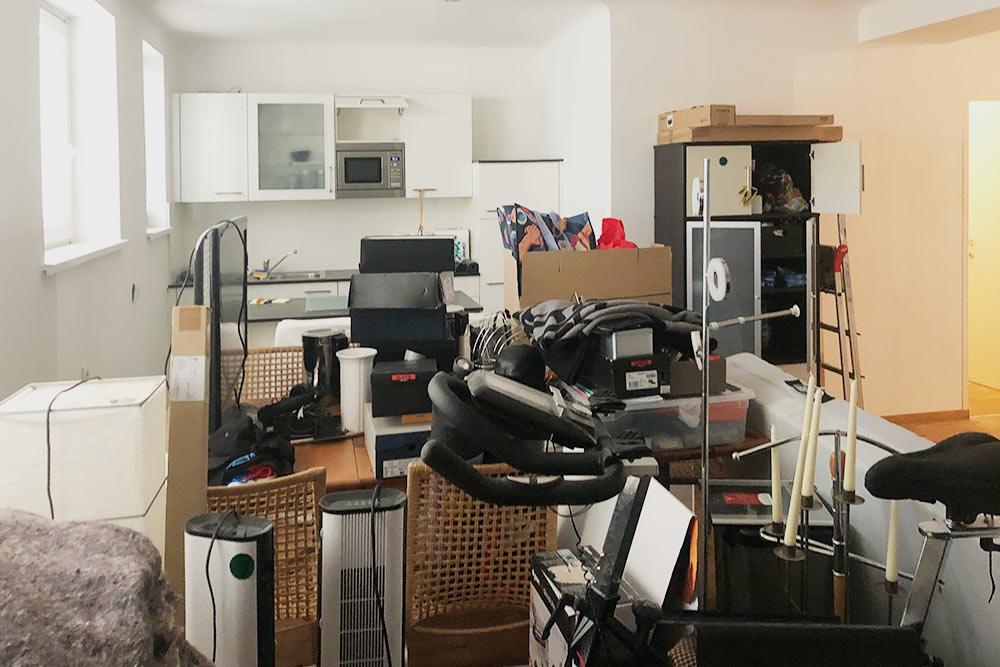 Такой мы впервые увидели нашу будущую квартиру. Было трудно ее воспринимать