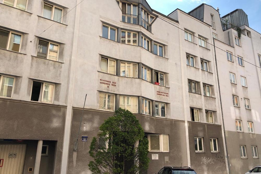 Таквыглядит типичный дом изпрограммы социального жилья. Ихмного вкаждом районе Вены