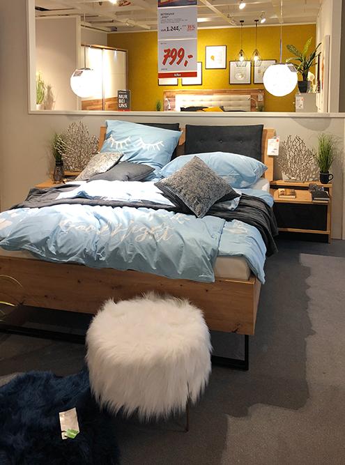 А эту кровать мы купили за&nbsp;500€ (45 000<span class=ruble>Р</span>) вместо 799€ (71 910<span class=ruble>Р</span>), поговорив с менеджером
