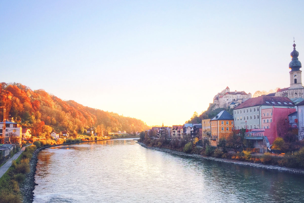 Бургхаузен — средневековый городок на границе с Австрией. Тут находится самая длинная в Европе крепость на холме