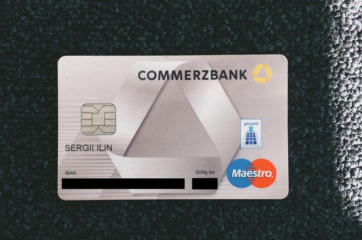 ЕС («Электроник-кэш») карта. Знак «Гирокард» означает, что деньги можно записать прямо на чип. Такой картой можно платить в автоматах, не подключенных к интернету ,— например в паркоматах и на подъемниках