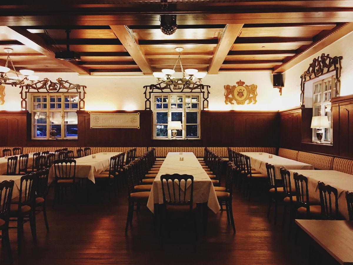 Типичный немецкий ресторан. Через пару часов тут будет не протолкнуться