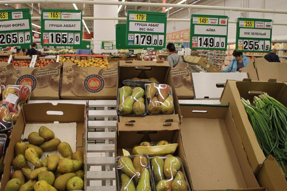 Груша Аббат, упакованная в пластик, стоит на 14 рублей дороже, чем груша того же сорта без упаковки
