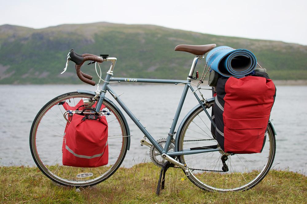 Велосипед брата во время похода, мой выглядел точно так же. Длядлительного путешествия советую только такой руль, иначе будут затекать руки