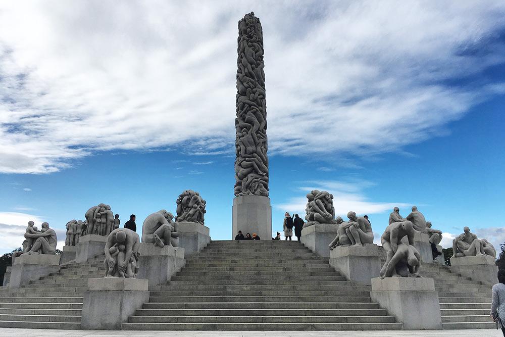 Монумент в центре создавали 14 лет, тут 121 скульптура
