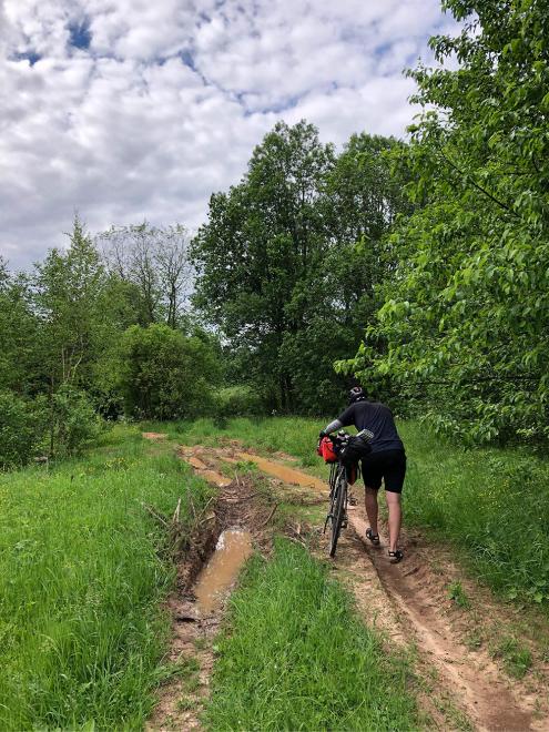 Не все дороги были проезжаемые, иногда приходилось идти пешком, а иногда дорога просто заканчивалась