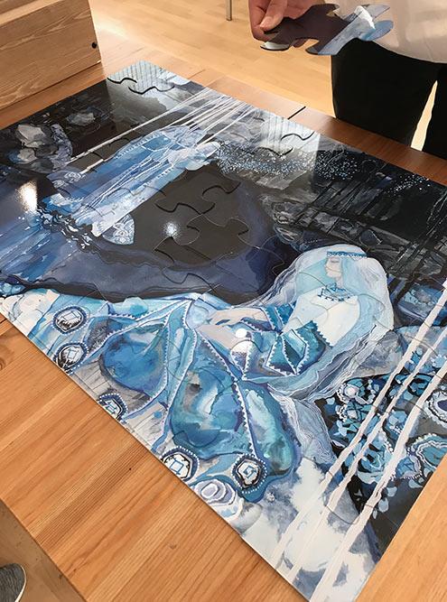 Здорово, что в музее появляются разные интерактивы: например, можно собрать пазл — картину Тамары Юфы во время выставки ее работ