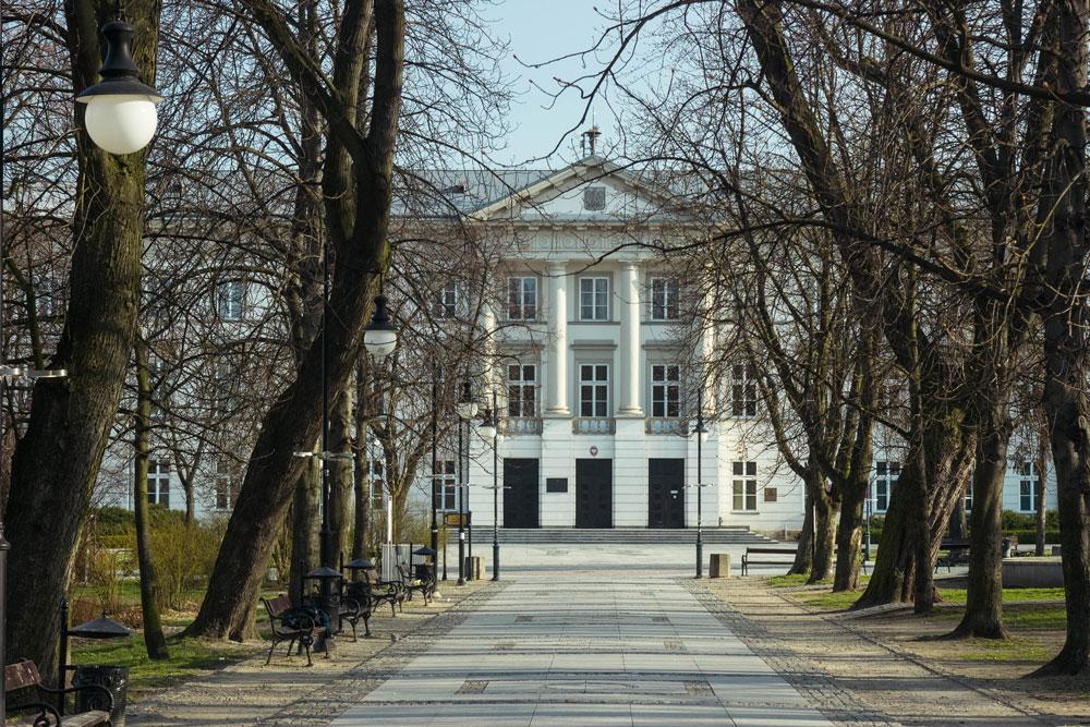 Здание администрации Радома, в котором мы подавали документы на ПМЖ