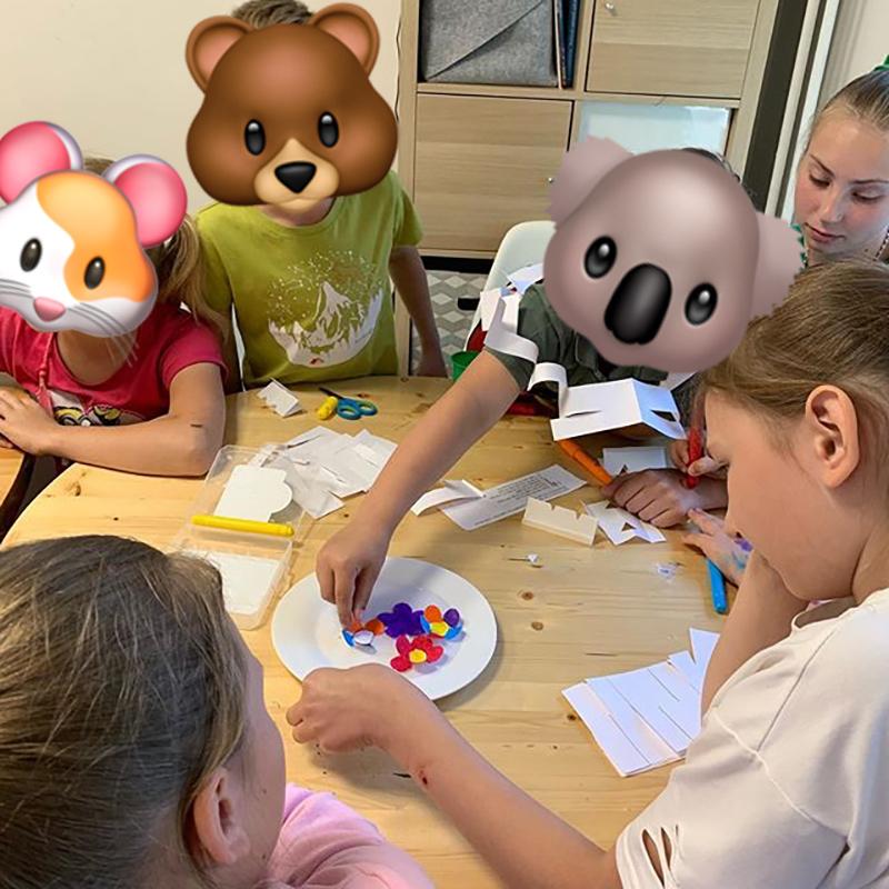 Еще она помогала детям справляться с творческими заданиями