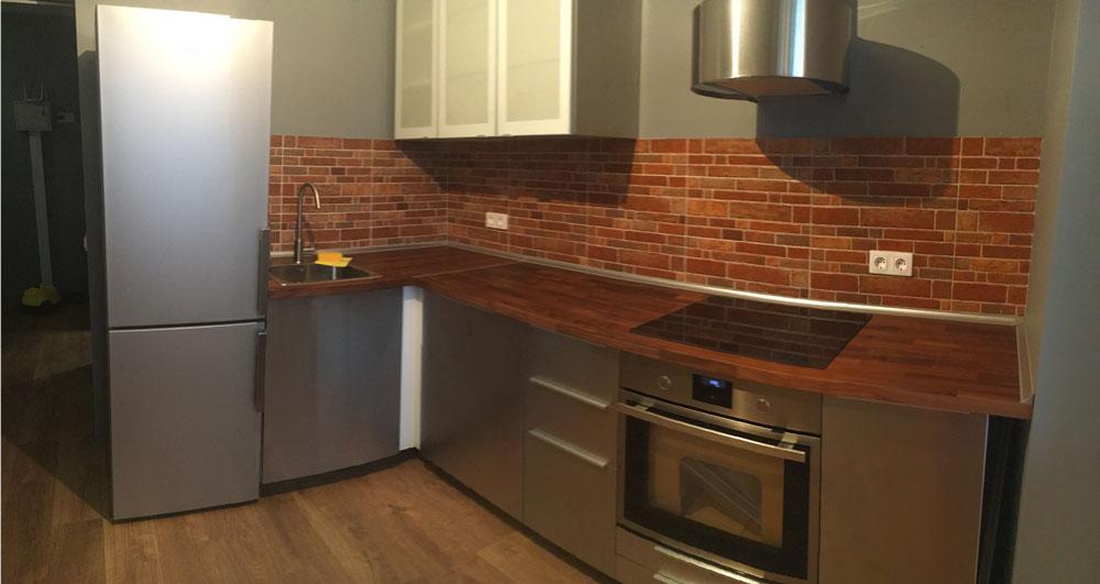 Плитку на кухне положили строители, гарнитур собрали за день