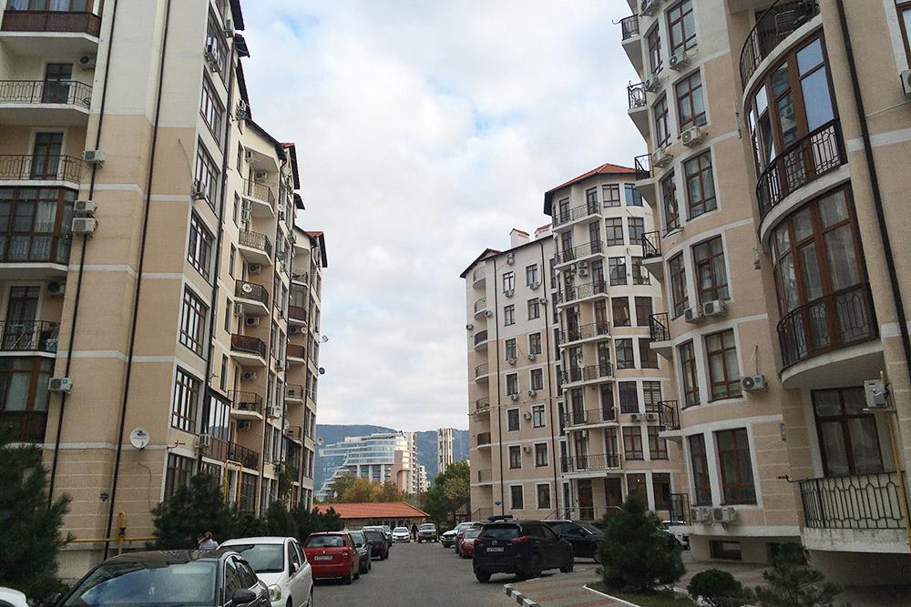 Сейчас живу в новом квартале Геленджика. Доморя семь минут ходьбы, аплачу явтри раза меньше, чемзаквартиру вМоскве