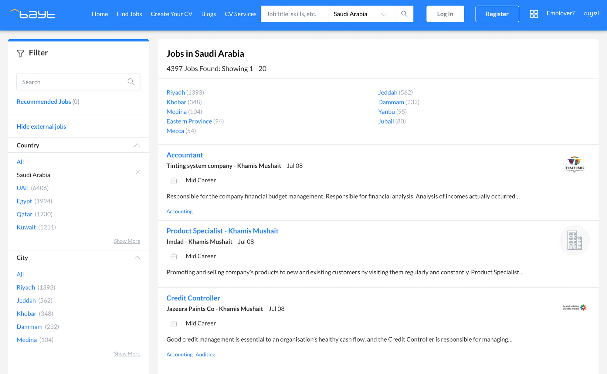 Так выглядит сайт по поиску работы bayt.com. Сверху отображается количество доступных вакансий и разбивка по городам