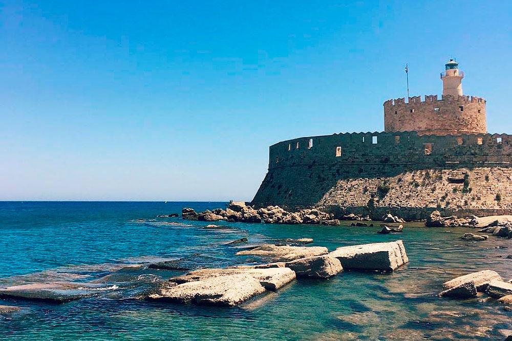 Форт Святого Николая защищал вход в гавань и при нападении неприятеля всегда принимал на себя первый удар. Центральная часть форта до сих пор неприступна — туристов туда не пускают