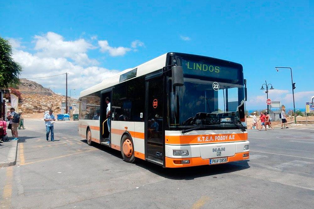 Автобус на восточное побережье ходит с интервалом в 30—40 минут в зависимости от сезона