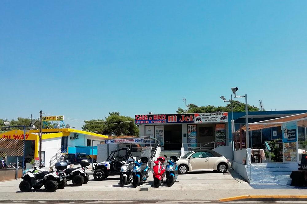 Сервисы проката автомобилей встречаются на Родосе через каждые 200 метров