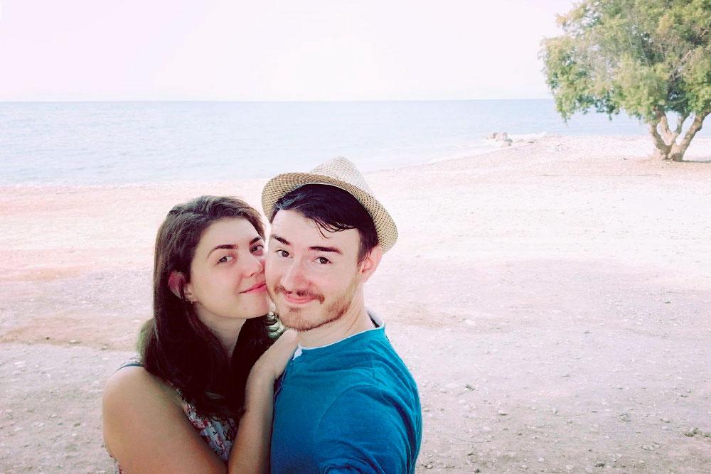 Мы с женой на фоне Эгейского моря