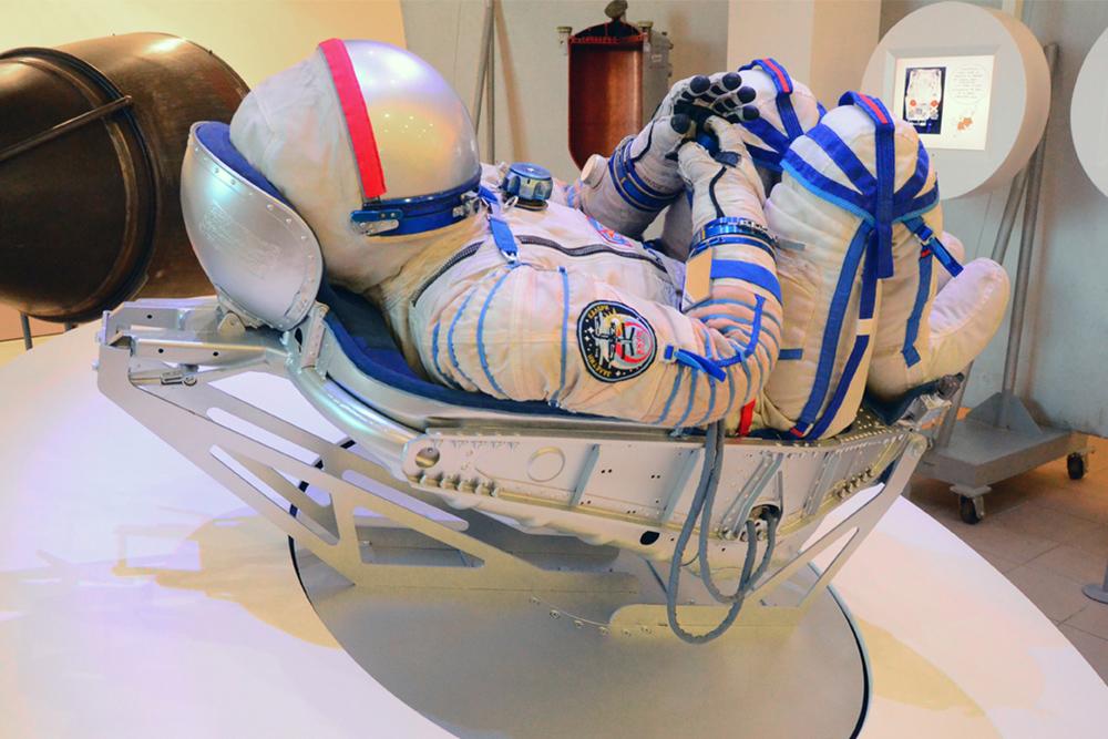 Дляпошива скафандра снимают 60 мерок, учитывают даже размер пальцев. Источник: музейно-выставочный центр «Самара космическая»