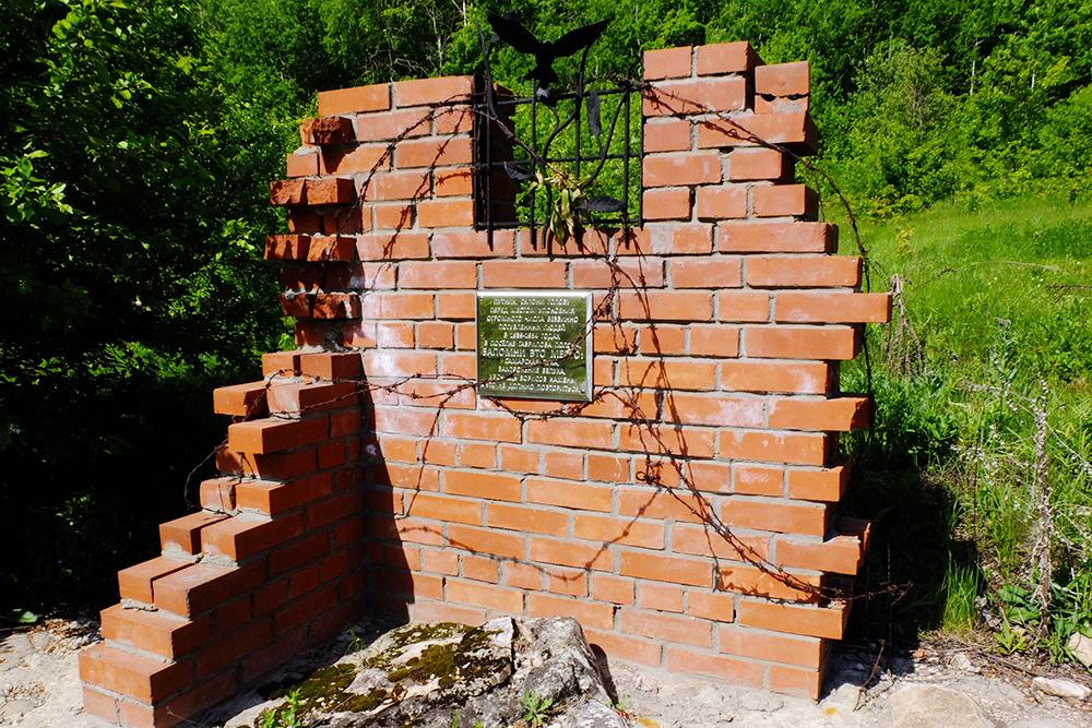Один из монументов узникам ГУЛАГа. В селе Гаврилова Поляна с 1939 по 1954год располагался инвалидный отдельный лагерный пункт (ОЛП) №1