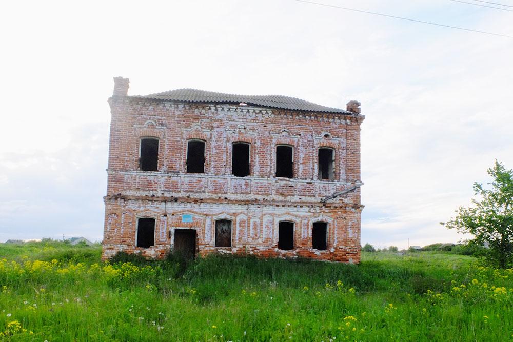 Дом зажиточного крестьянина, которого раскулачили вколлективизацию иотправили влагерь. Больше его никто невидел