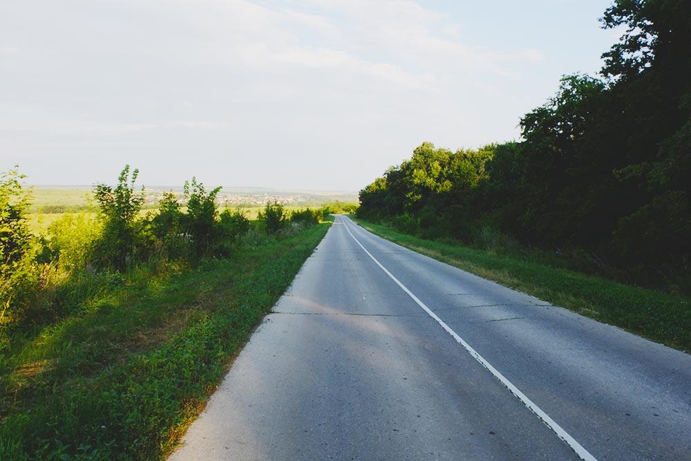 Когда рядом пролетает машина наскорости 80 км/ч, чувствуешь себя неочень комфортно