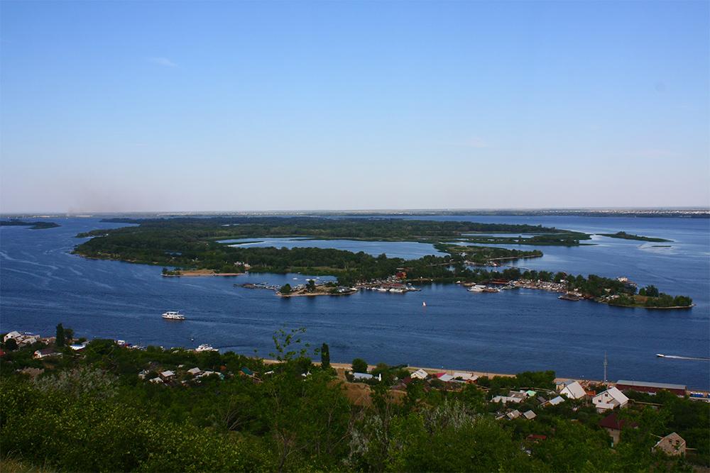 С Соколовой горы можно рассмотреть волжские острова вблизи Саратова