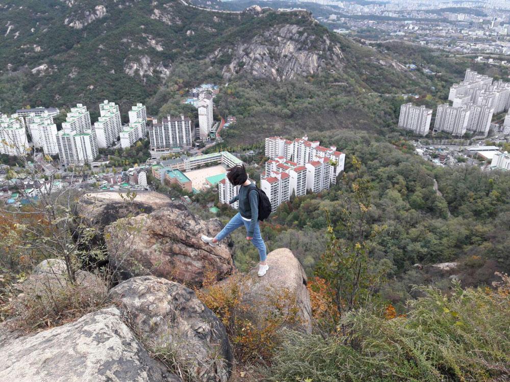 Это я поднялась на гору около университета Ёнсе