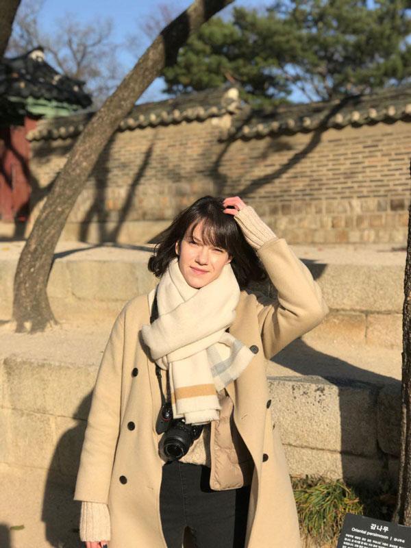 Это я во дворце Чхандоккун в Сеуле — его построили в 15 веке для королевской семьи династии Чосон