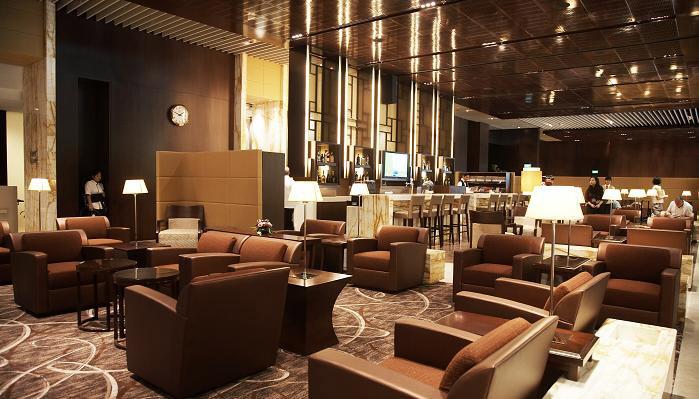 Бизнес-зал в сингапурском Чанги, лучшем аэропорту мира {по версии «Уорлд-аэропорт-авардс»}(http://www.worldairportawards.com/awards/world_airport_rating.html)