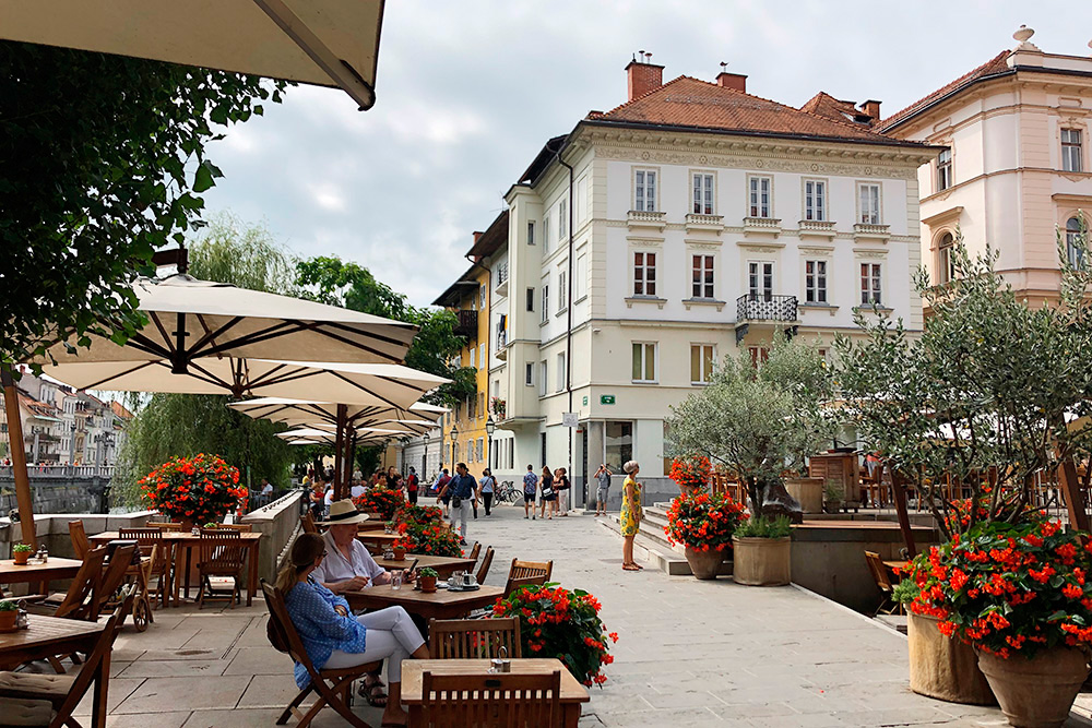 Любляна — уютный для жизни город. Даже летом в самом центре туристов немного