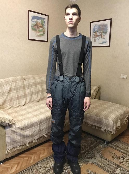 На мне термобелье «Энергоконтакт», теплые непродуваемые штаны налямках, которые купил всеконде, наногах — трекинговые ботинки ссамодельными бахилами