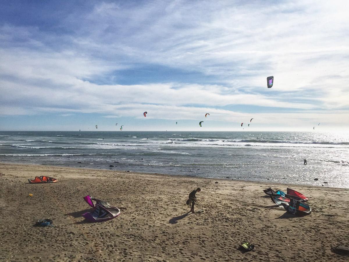 Кайтеры на пляже Сан-Франциско