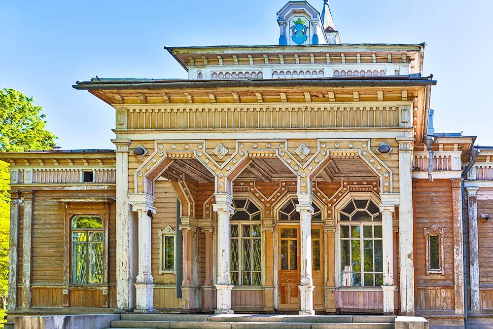 Сейчас ратуша ждет реставрации. Фото: Sergei Afanasev / Shutterstock