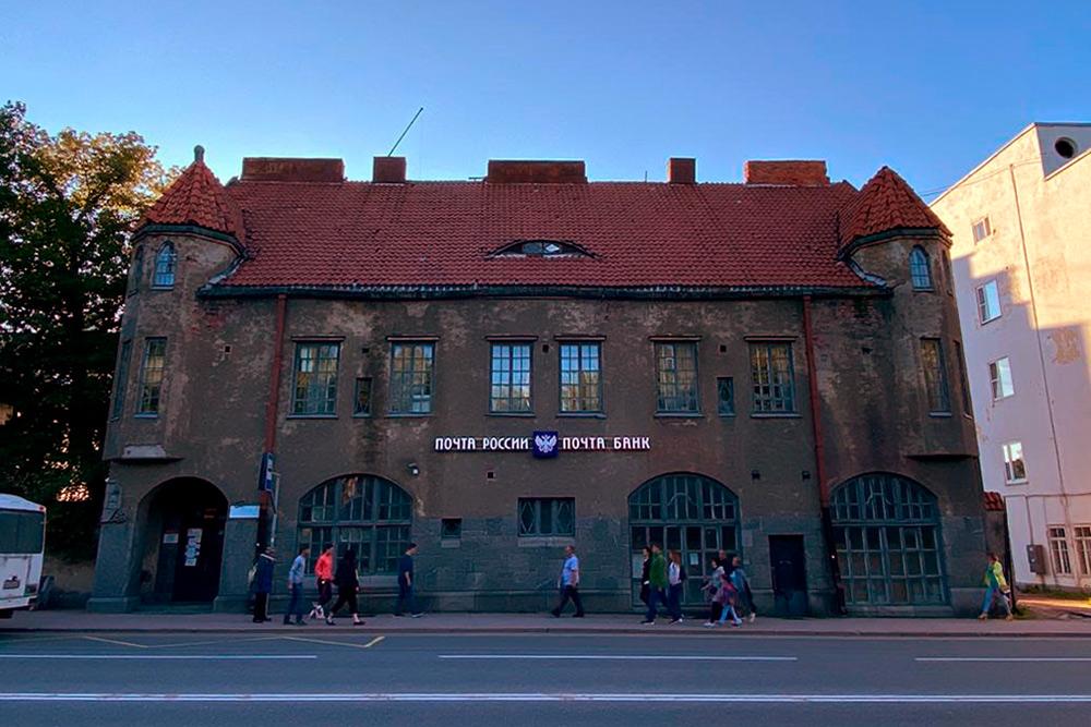 Это тоже финский модерн. Здание 1907года, бывший Объединенный банк Северных стран. Сейчас здесь Почта России