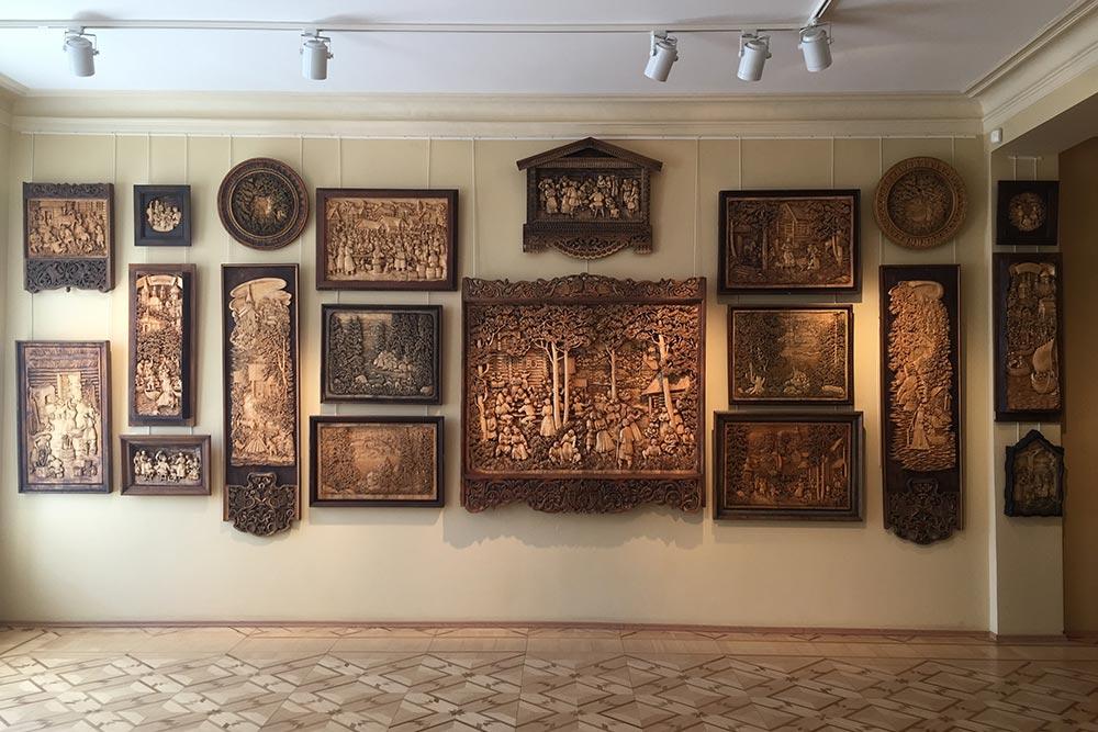 Вмузее Кронида Гоголева десятки работ. Есть небольшие барельефы, есть огромные панно или триптихи. Фото: Анастасия Осян